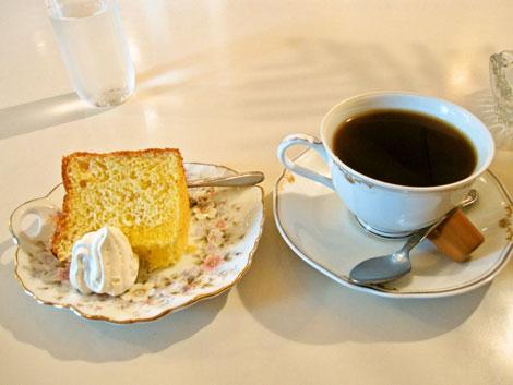 カノン、コーヒーとシフォンケーキ